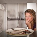 Запах в холодильнике от чего